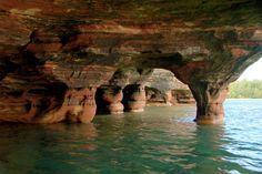 Apostle Islands, Lake Superior. Sea caves.