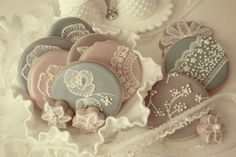 Tutorial on How to create lace decor cookies