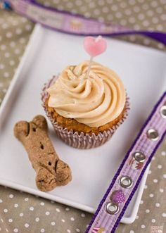 Simple & healthy dog treat recipes-- my pups are going to love this!