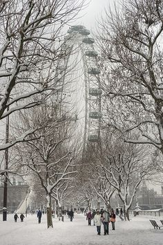 London Eye in the snow. Our tips for 7 free things to do in London: http://www.europealacarte.co.uk/blog/2013/03/25/free-things-to-do-london/  #london #travel #vacation