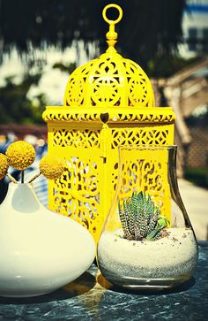 I love how yellow this lantern is!