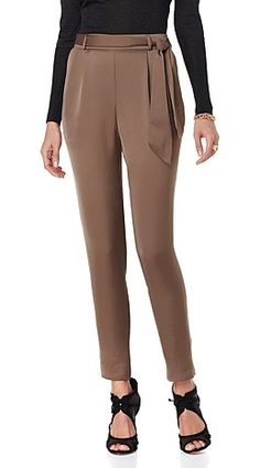 Looking for a staple fall bottom? This @cgarkinos pleated soft pant will take you from AM to PM no matter the day of the week. Would you dress these up for the office or wear more casually on the weekends?