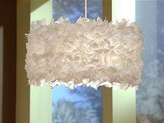 Para mi habitacion blanca, dorada, y crema.    Manualidades y Artesanías | Lámpara con retazos de tela | Utilisima.com