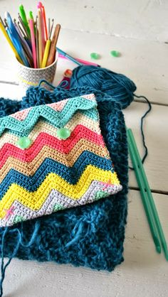 ingthings: Pouch made from zigzag tutorial here (crochet for 25-30 cm then sew up the sides): http://meetmeatmikes.com/2013/10/tutorial-zali-zig-zag-chevron-crochet-pattern/