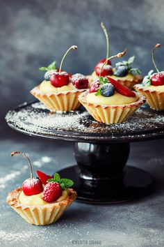 Mini Shortbread Tarts w/ Fruits & Vanilla Custard .Kruche babeczki z kremem.
