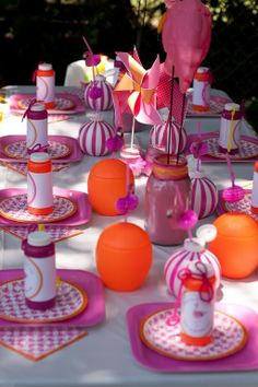 Check out this flamingo party @Sarah Chintomby Vosseler DeClue
