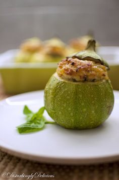 Stuffed Round Zucchini -- sounds really good! Recipe is written in Romanian, so use Google Chrome to translate!