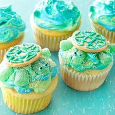 Sea Turtle Cupcakes. These are cute but would be way too sweet.. even if I liked cupcakes!
