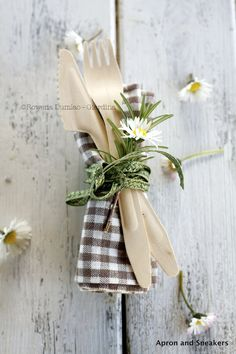 Rustic Country Wedding / Table Setting Ideas.