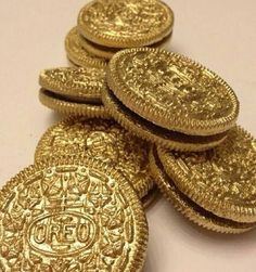 gold oreo, use edible paint/spray. For a pirate party #gold #oreo #partyfood