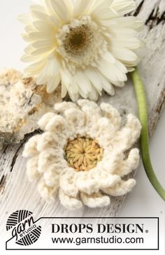 "Crochet DROPS gerbera flower in ""Paris"". ~ DROPS Design"