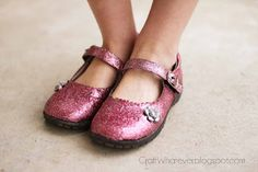 Mod podge glitter shoes. #diy #crafts #modpodge