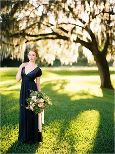 Charleston wedding pictures at Middleton Place - click to view more! Flowers by @lbfloral