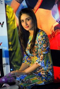 What do you think of #KareenaKapoor's outfit?