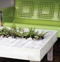 Upcycle: Pallet Patio Table featured at totallygreencrafts.com #woodPallets