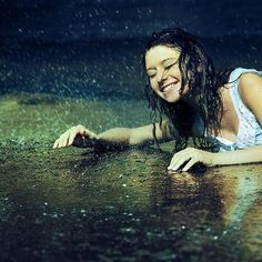 rain-cute-girl-happy-smile-Favim.com-543942