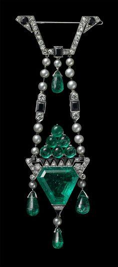 Brooch, Cartier Paris, 1913 Platinum, round old-cut diamonds, one triangular beveled 11.90 carat emerald, emerald cabochons and drop-shaped ... art deco