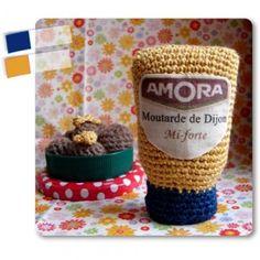 Ce tube de moutarde participe au concours de serial crocheteuses.    Pour en savoir plus : Le blog « Happiness by Gédane » - Marie Claire Idées