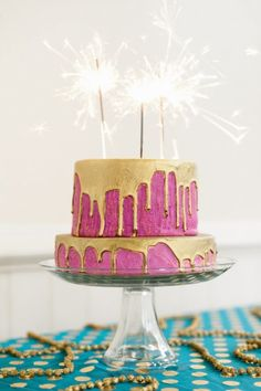 gold drip cake in Pantone Color of the year, Radiant Orchid