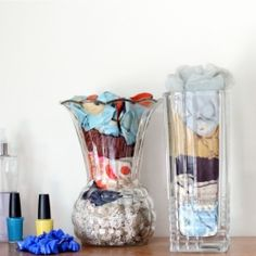 Several tips and ideas for easy diy upcycling, like these vases to store scarves