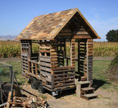 This is Michael Janzen's tiny free home [http://www.tinyfreehouse.com/] a pallet house that he's been building and documenting the construction of for some time. He also runs the website tinyhousedesign.com where I'm happy to say you will find an article about Natural Homes: http://www.tinyhousedesign.com/2009/05/04/natural-homes/ Isn't life wonderful!