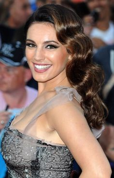 Kelly Brook Retro Hairstyle