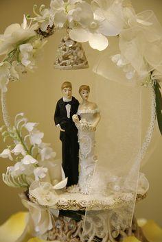 Kitschy 1950s wedding cake topper. #dental #poker