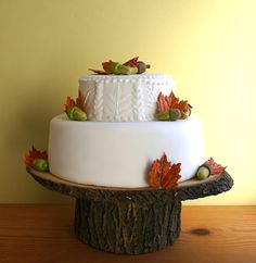 12 x 12 Rustic wood Cake Stand by RoxyHeartVintage on Etsy. Perfect for an autumn wedding.