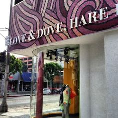 Glitterati Private Tours: #Lululemon in the heart of the famous Los Angeles shopping street, Robertson Boulevard.