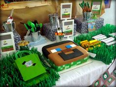 Minecraft themed birthday party with Lots of Really Fun Ideas via Kara's Party Ideas : The Cake