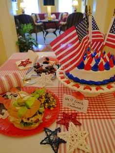 #Patriotic holiday lunch or picnic idea from Green Palm Inn, a top-pick bed and breakfast in #Savannah #Georgia #USA | #FlagDay or #July4th #food | © Green Palm Inn / Sandy Traub