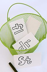 A consonant blends scavenger hunt gives students the opportunity to actively seek out consonant blends around them.  Prompting them with blends to look for is important.  It is a great way to reinforce blends for children.