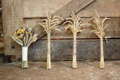Awesome idea! Stalks of wheat as wedding bouquets.