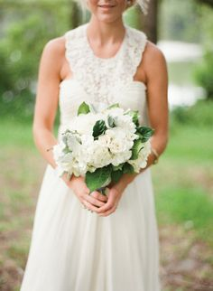 white + green bouquet | Nancy Ray #wedding