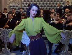 Du Barry was a lady, 1943. Vestuario de IRENE. Maravillosa blusa verde
