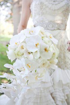 white bridal bouquet by Boise At It's Best