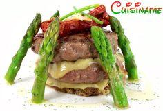 Hamburguesas con Queso. Originales hamburguesas con espárragos y tomates deshidratados. Recetas de Cocina.