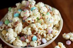 Funfetti Popcorn - or Bunny Bait for #Easter.