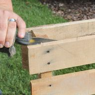 Building With Pallets – How to Easily Disassemble A Pallet In Minutes