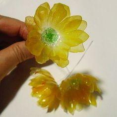 Egg carton flowers on pinterest egg cartons flower for Plastic egg carton crafts
