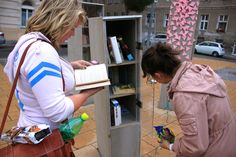 """How cool is that???  Outdoor public """"library"""" in Vienna. Passers by can take books for free :)"""