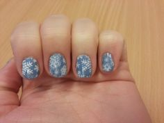Winter nails #inspinails @Tatiana Bowe Bowe #bundlemonster #BM_323 #moyoulondon #festive06 #stamping