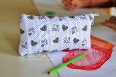 Another zip-up ribbon bag tutorial.