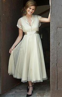 What charmingly beautiful vintage (causal) wedding dress. #vintage #dress #wedding #clothing