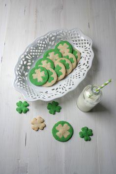 Galletas de dos tonos para San Patricio / Two Colored Clover Cookies for St. Patrick's Day
