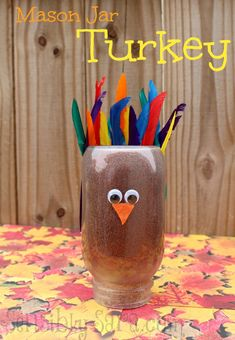 Create this cute mason jar turkey for Thanksgiving from @SensiblySara! #turkeytablescapes