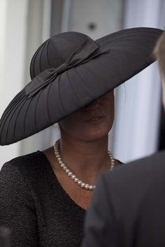 They Are Wearing: Chantilly's Prix de Diane - Slideshow - WWD.com