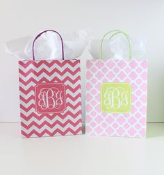 Easy DIY monogram gift bags with Free printables from printablemonogram.com #freeprintable