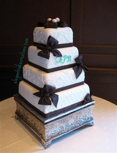 Black & White Bows by Elegant Cake Creations : http://www.elegantcakecreations.com/Pages/WeddingCakes.aspx#