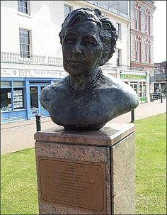A bronze commemorative bust of Agatha Christie can be found in a public garden close to Torquay harbour. It was unveiled by her daughter Rosalind Hicks in September 1990 to mark the centenary of her birth in Torquay.